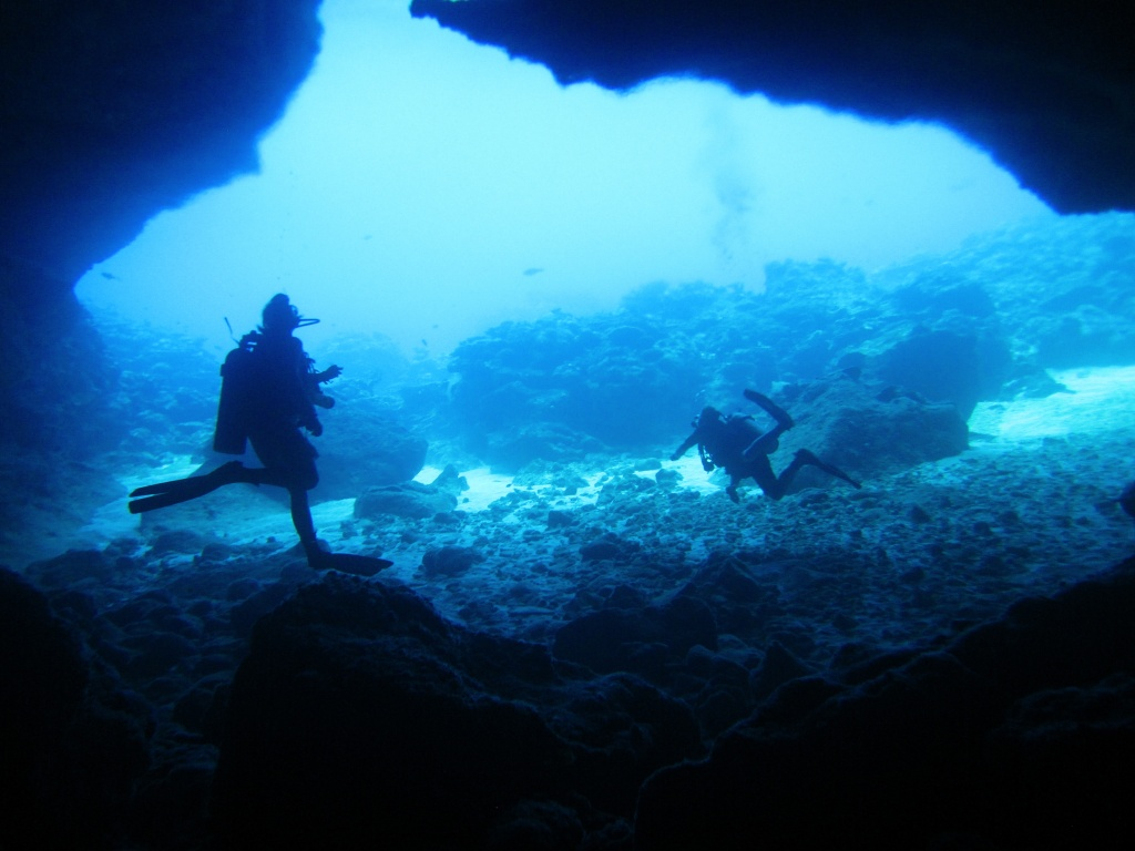 Divers at entrance to Thundercliff Cave by lbmcshutter