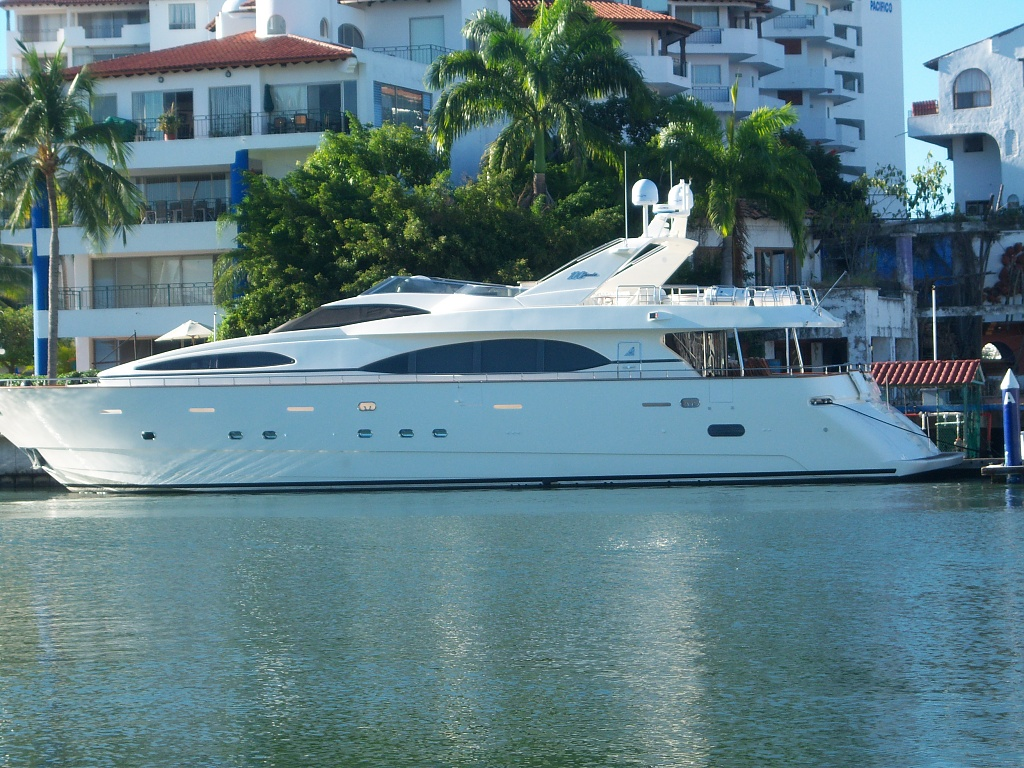YACHT by bruni