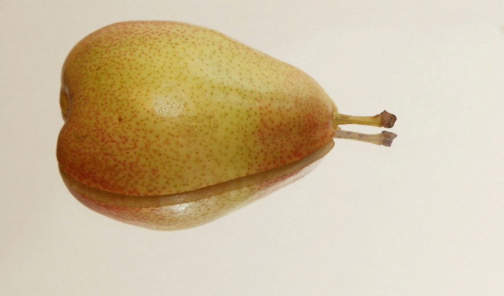 Pear Reflection by netkonnexion