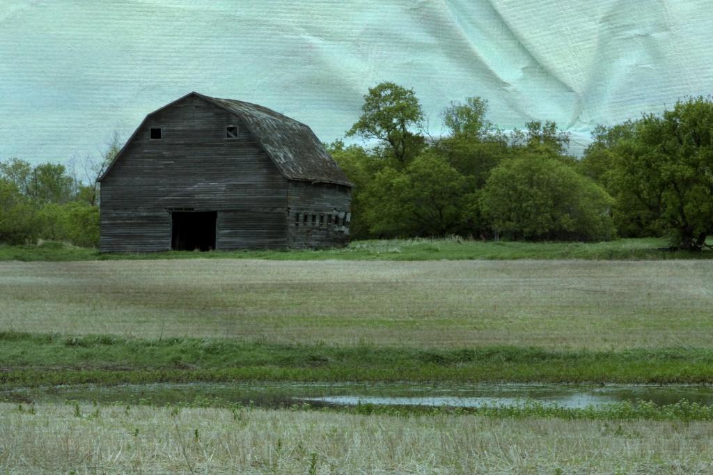 Old Barn by laurentye