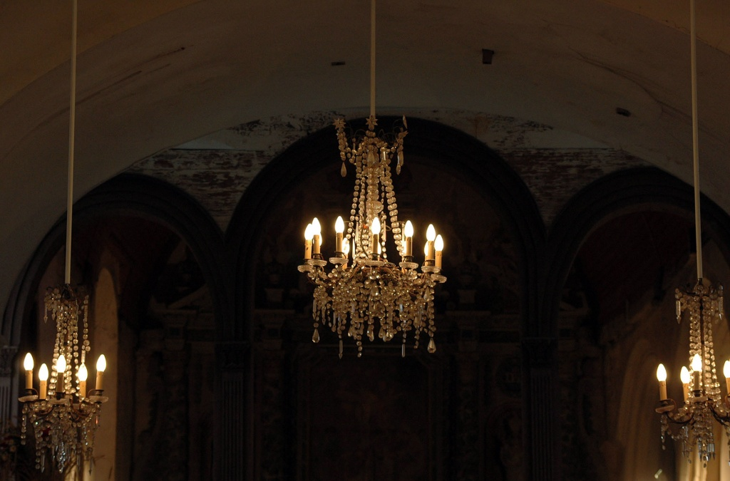 Into the church by parisouailleurs