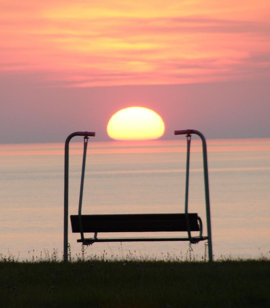 Sun Sitting by brillomick