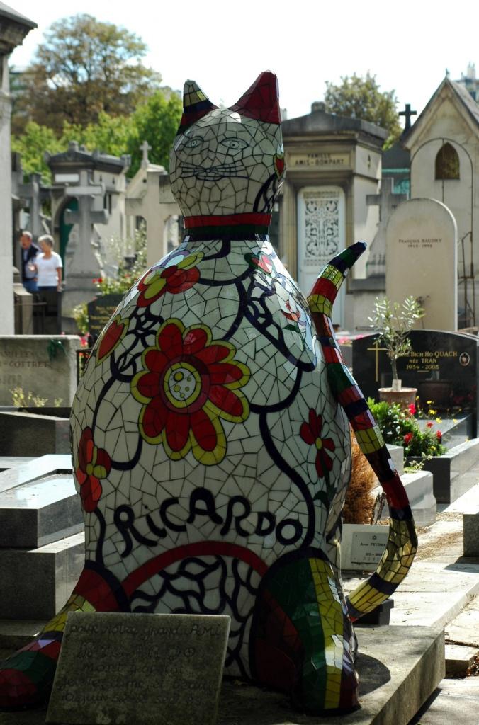 Montmartre cemetery  by parisouailleurs