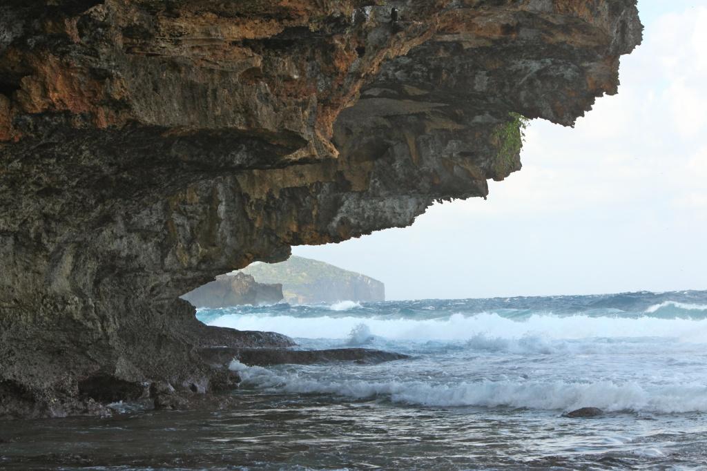 view along CI coast from Greta Beach by lbmcshutter