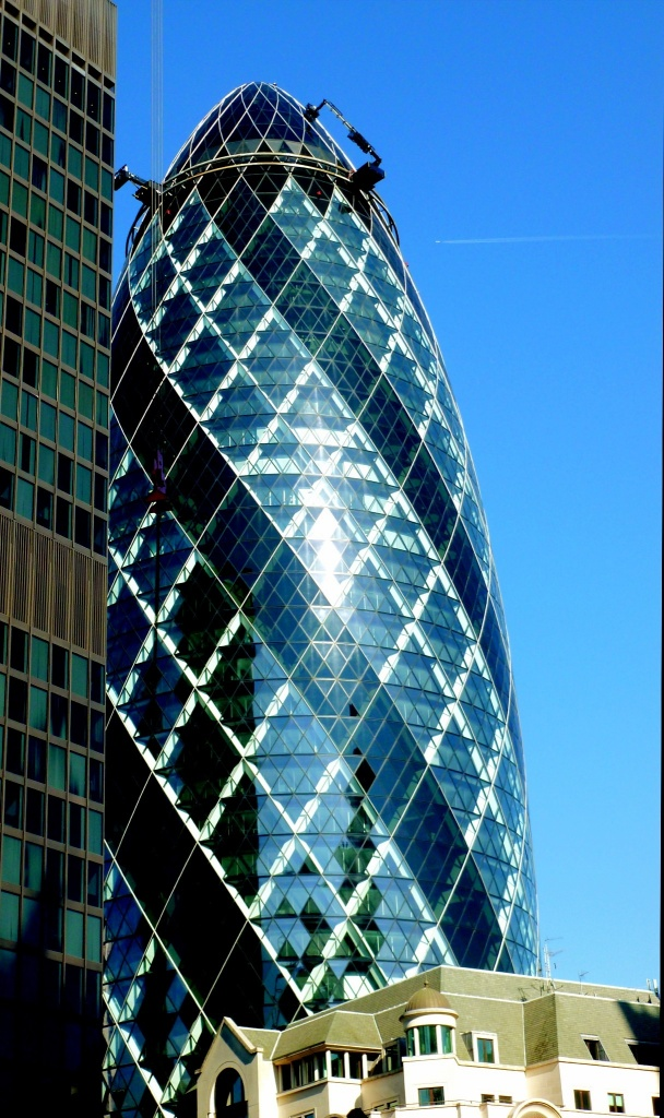 The Gherkin gets a wash by johnnyfrs