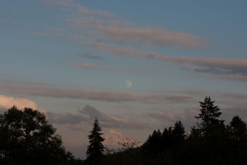 Moonrise by vickisfotos