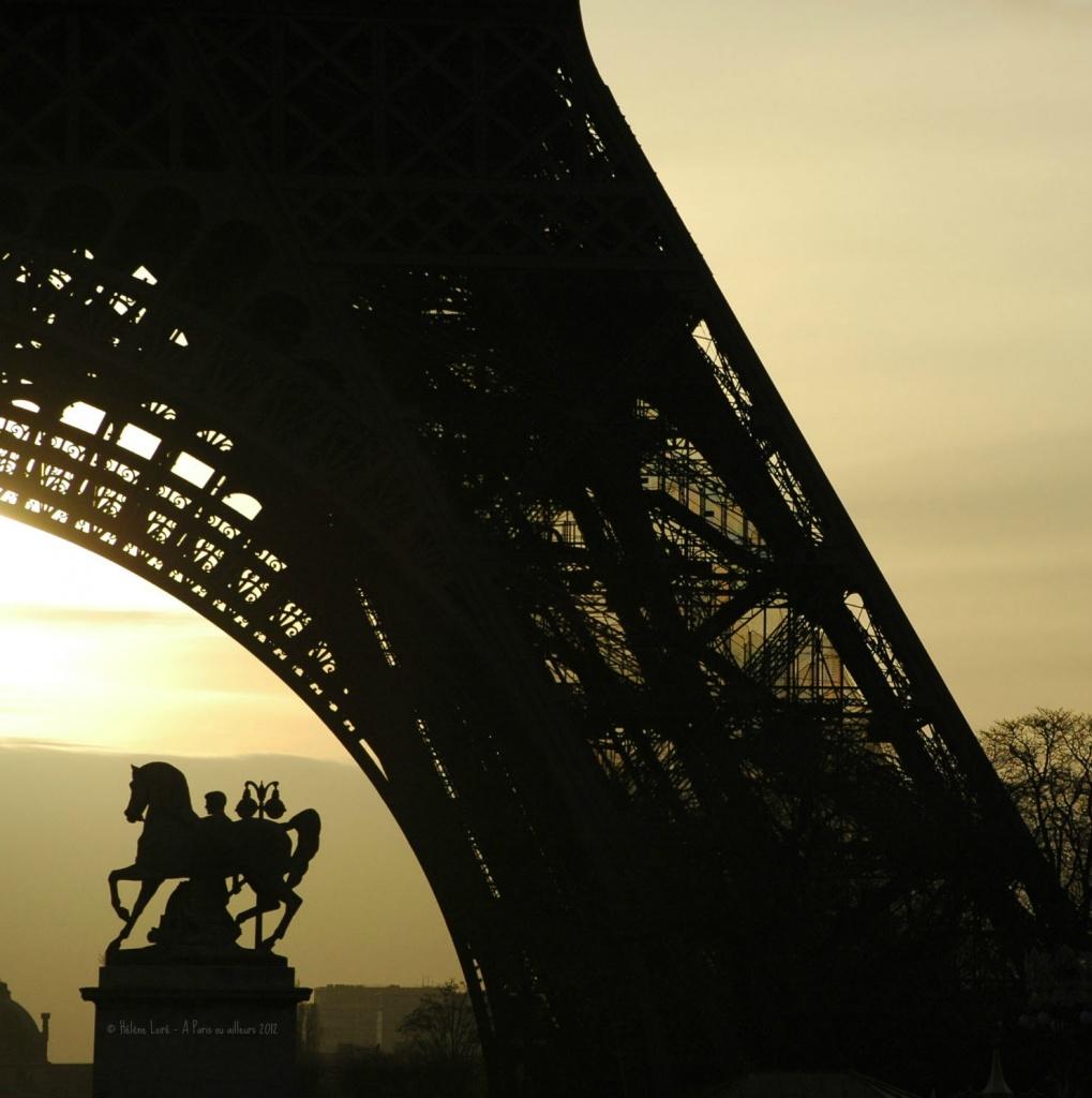 Sunrise at the Eiffel tower by parisouailleurs