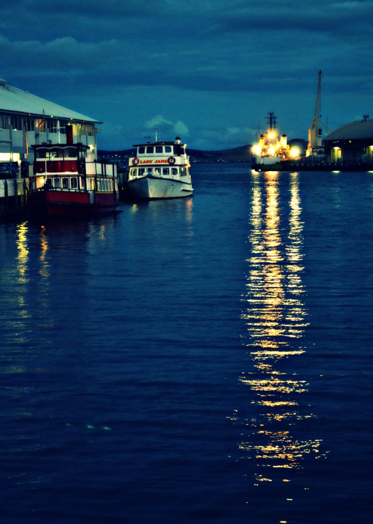 Harbour lights by tabbycat