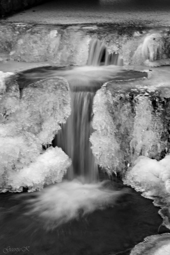 Frozen water falling by geertje