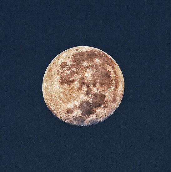 Setting moon by peterdegraaff