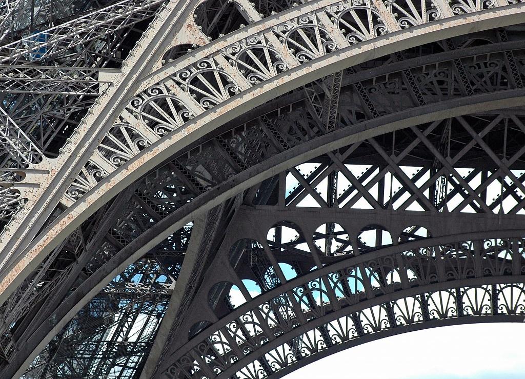 Tour Eiffel by parisouailleurs