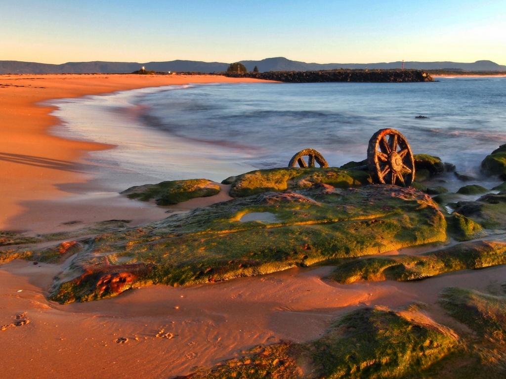 Wheels in the tide - golden hour by peterdegraaff