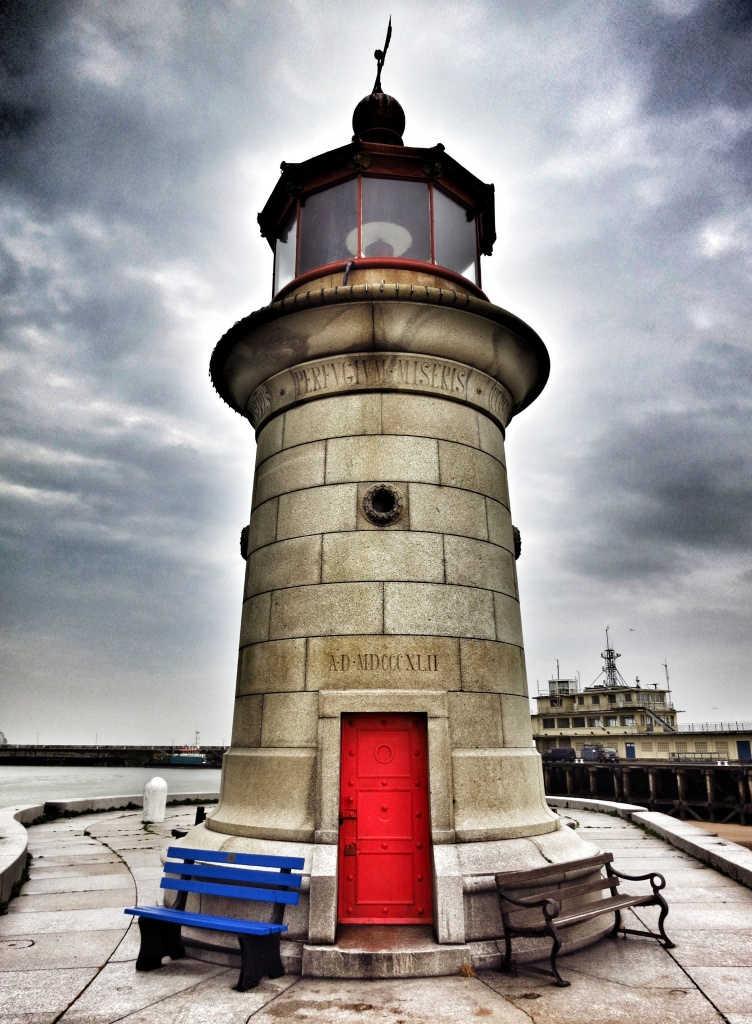 Ramsgate lighthouse by johnnyfrs