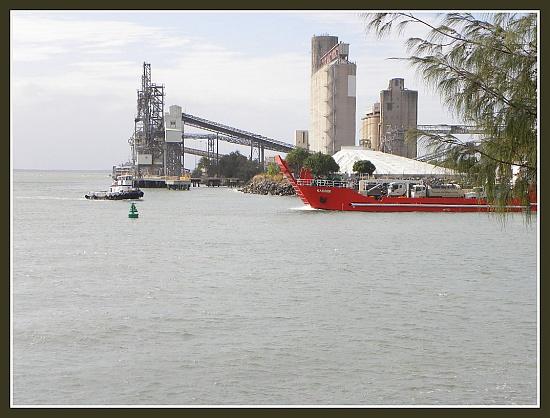 Gladstone Harbour by ubobohobo