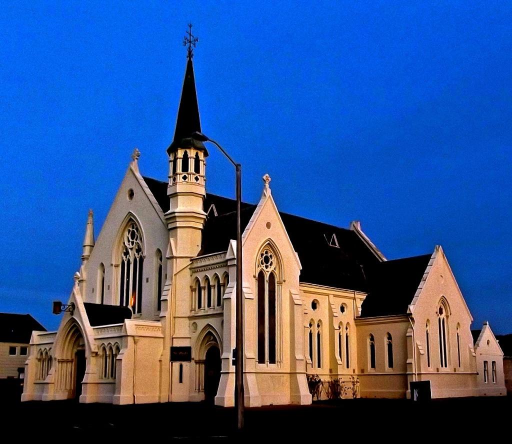 St Pauls at dusk by maggiemae