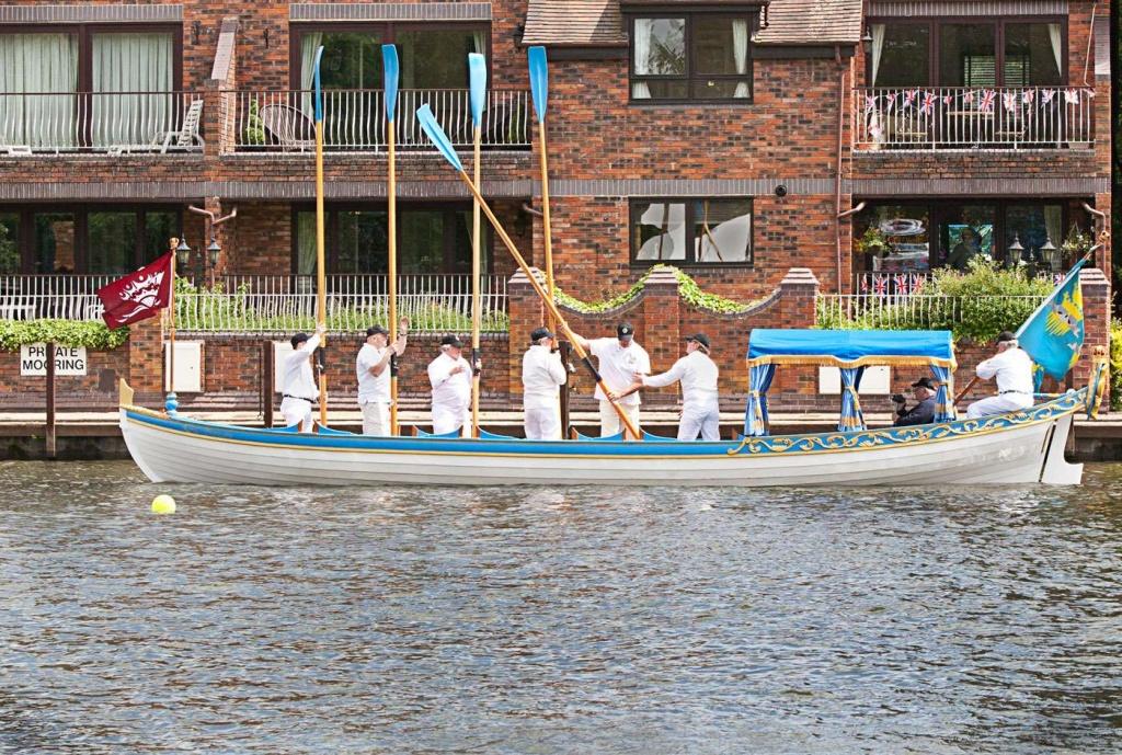 Crossed Oars by netkonnexion
