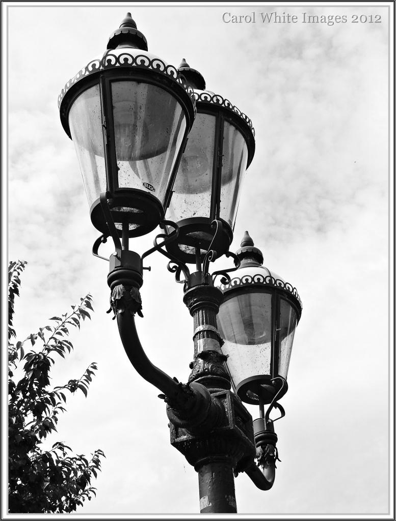 Streetlamp by carolmw