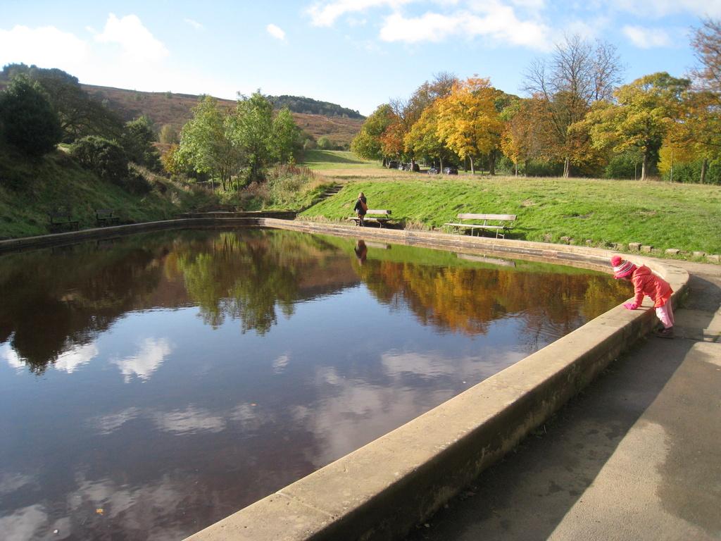 Ilkley paddling pool by sarahhorsfall