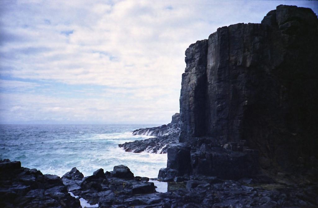 Rocks and ocean by peterdegraaff