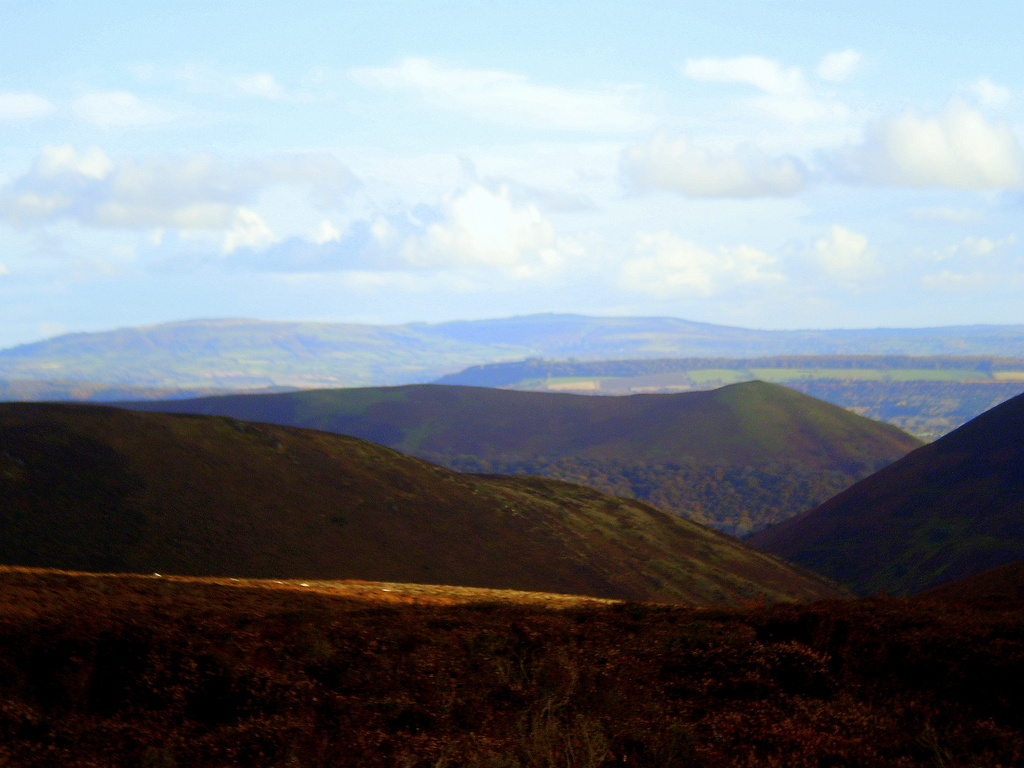 Another view from the Long Mynd. by snowy