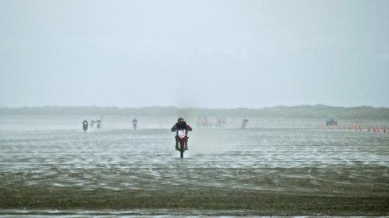 Beach Racing by maggiemae