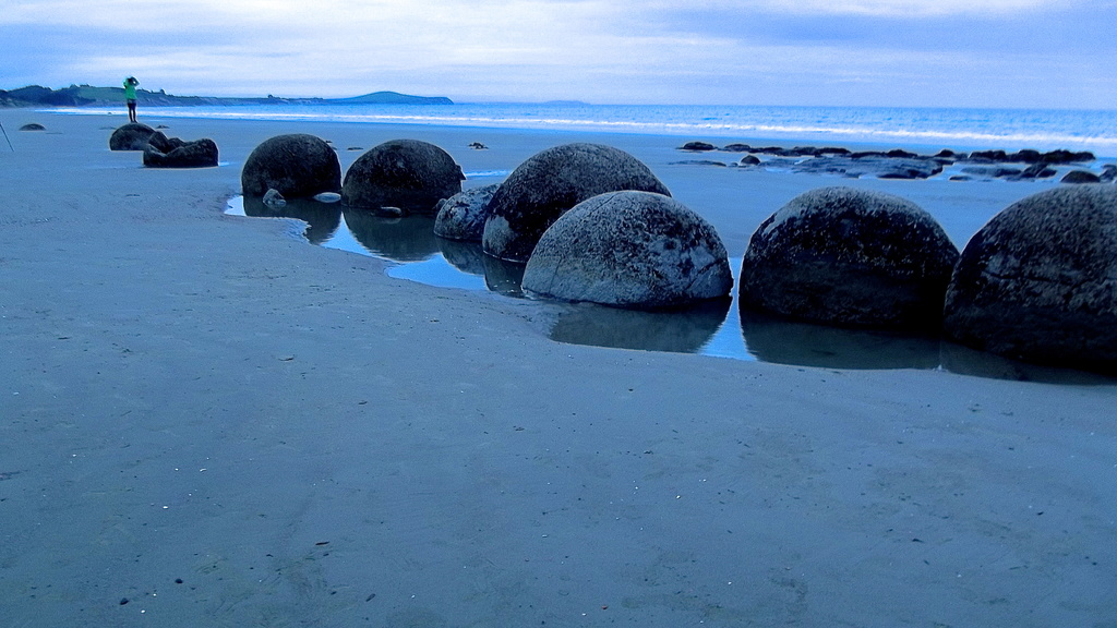 Moeraki Boulders by maggiemae
