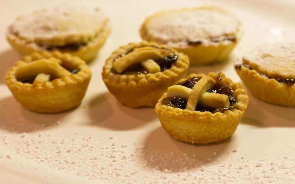 festive treats (market day 2) by peadar