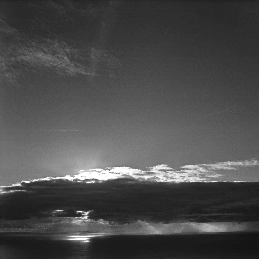 Dancing ocean  light by peterdegraaff