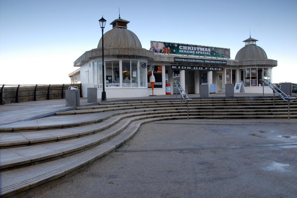 Cromer pier by pistonbroke