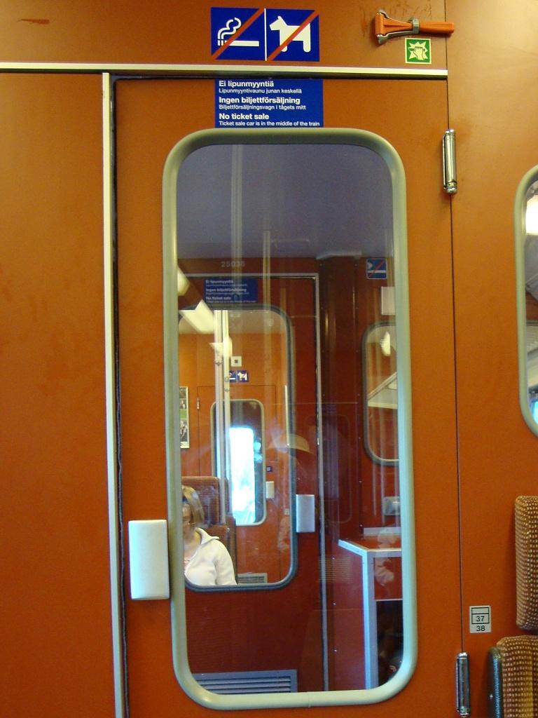 365-Train windows DSC05072 by annelis