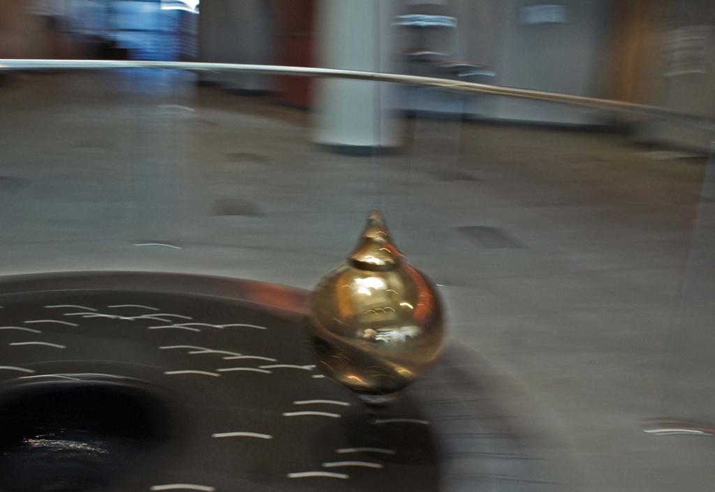 pendulum swings  by dmdfday