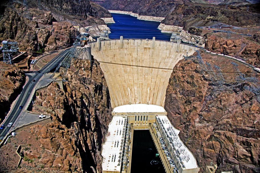 Hoover Dam by hjbenson