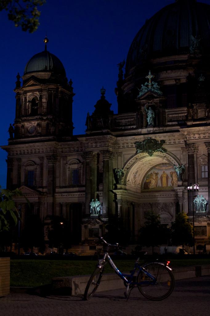 Night Ride around Berlin by jyokota