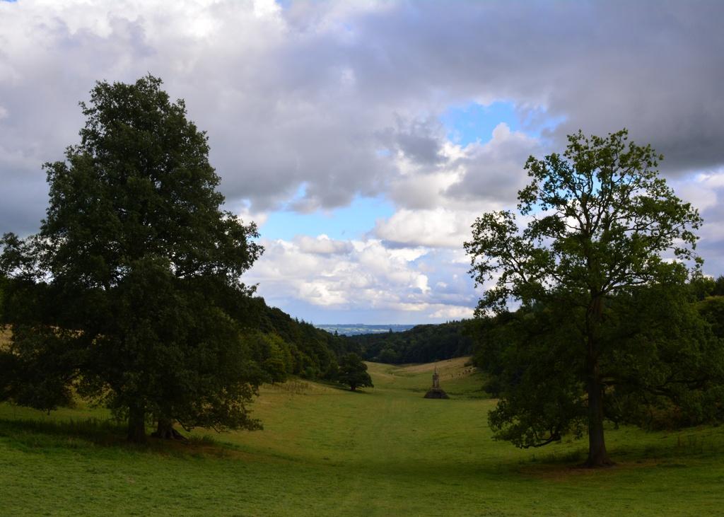 Six Wells Bottom valley - 08-9 by barrowlane