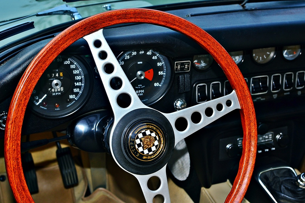 Jaguar E-type 4.2 series 2 dashboard by soboy5