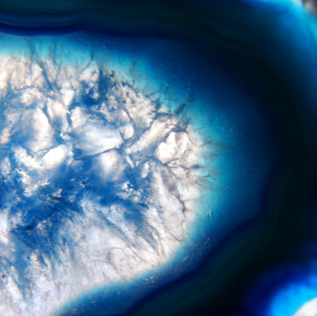 Blue geode for my comment-free rainbow by filsie65