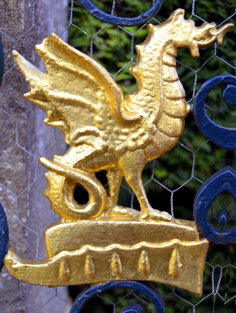 The dragon in the gateway by pistonbroke
