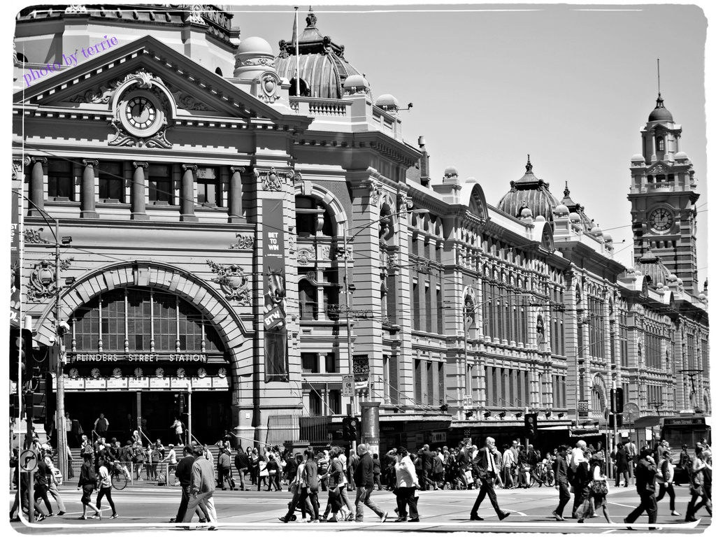 Flinders Street Station by teodw