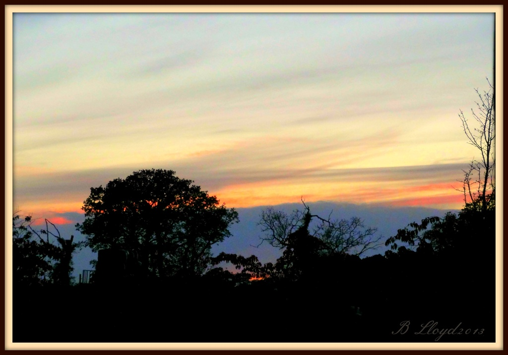 A little red sky at night !! by beryl