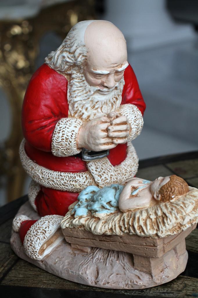 Santa Worships the Messiah! by whiteswan