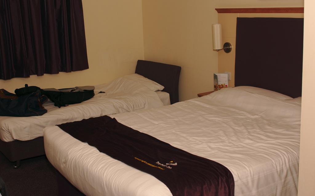 Hotel room by darkhorse