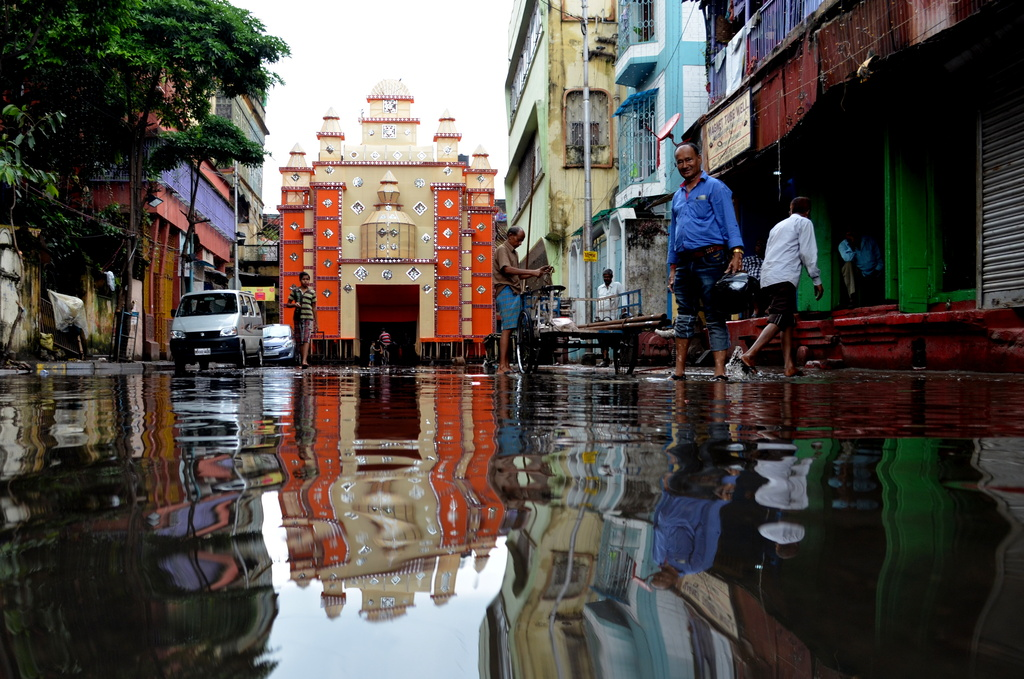 Calcutta in Reflection by andycoleborn