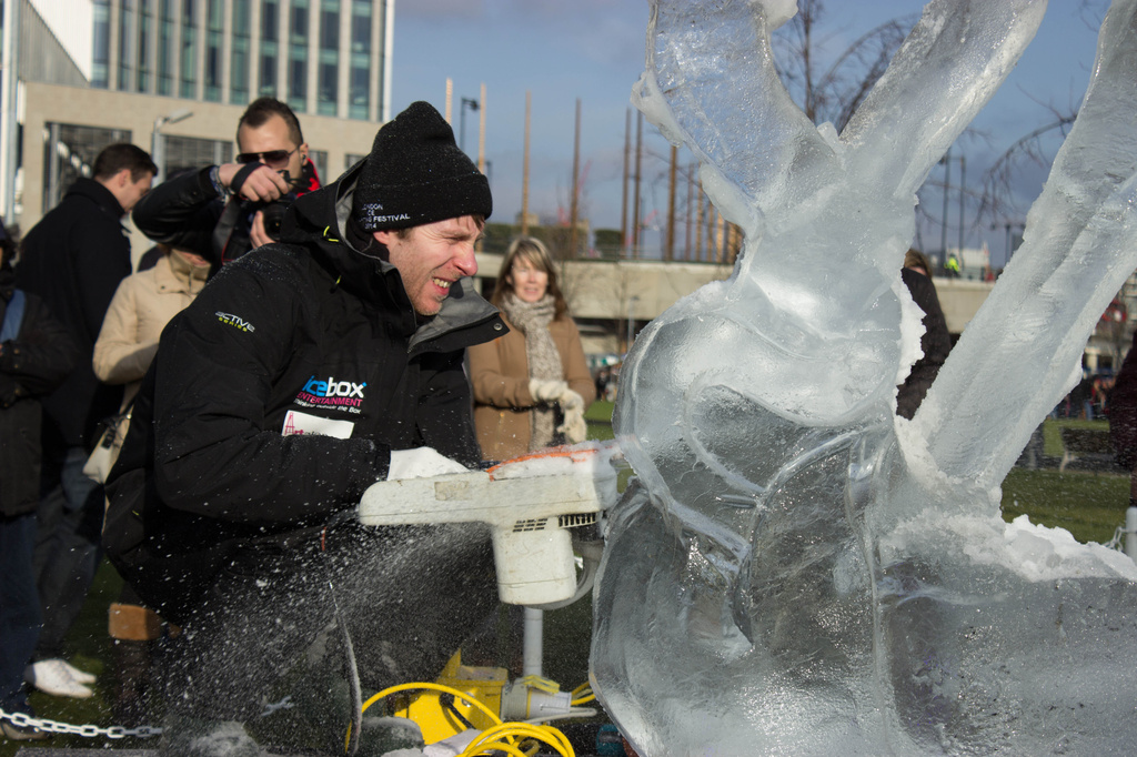 Ice sculpting, Canary Wharf. by bizziebeeme