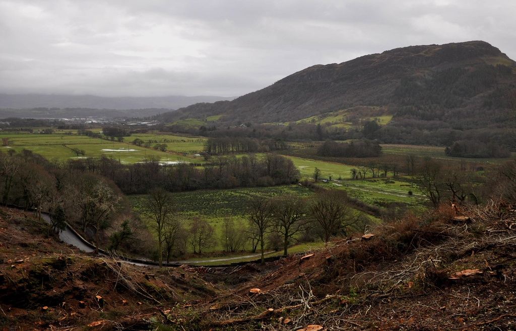 A view towards Porthmadog by overalvandaan