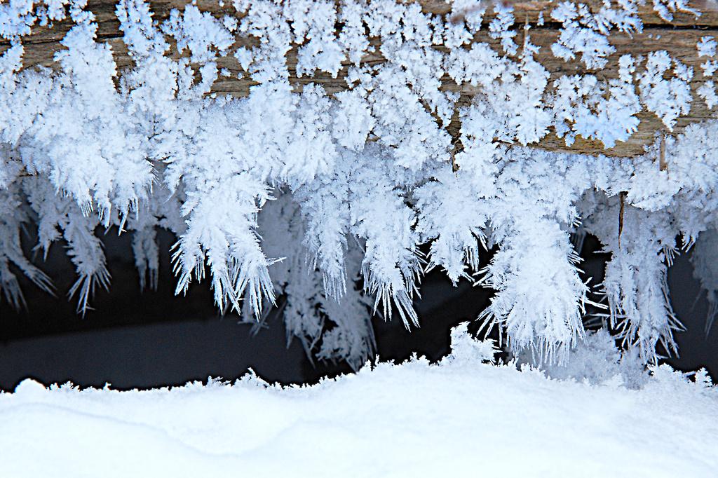 Snow crystals?? by fayefaye