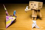 18th Feb 2014 - 62/365: Danbo descubre el origami / Danbo discovers origami