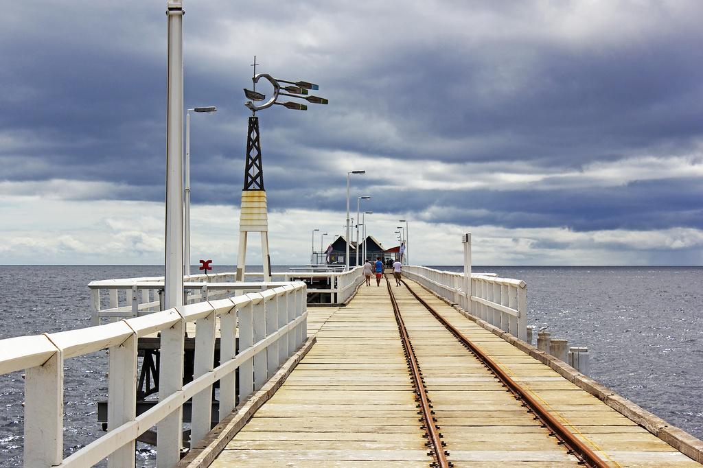 Busselton Pier by sugarmuser
