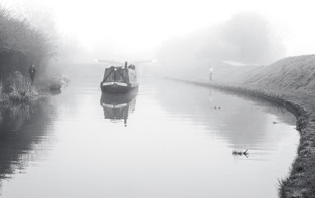 Misty morning at Marsworth 4 : On the canal by dulciknit