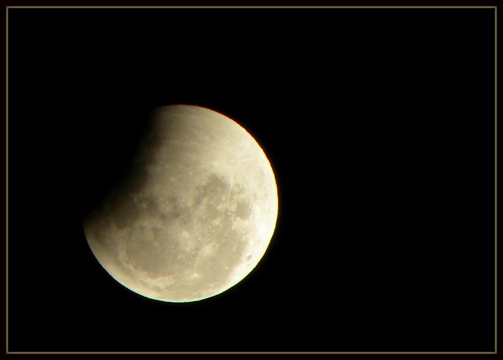 Lunar Eclipse by ubobohobo