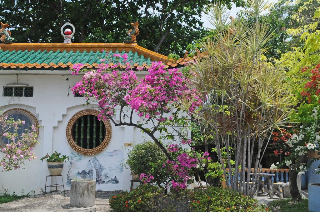 Sam Pao Temple by ianjb21